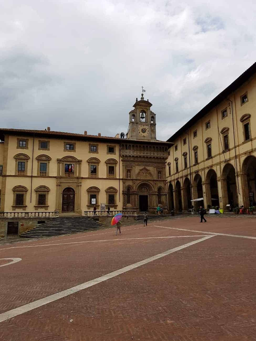 There is plenty to see and do in Arezzo, Tuscany it is the perfect place for a day trip on your next visit to Italy. #arezzo #tuscany #italiantowns #italy