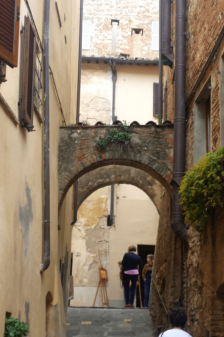 Discover these 3 towns in Tuscany. Beautiful places to explore, shop and sample the local wines and cuisine. Add these to your next trip to Italy. #italy #cortona #tuscany #orvieto #montepulciano #pienza #italiantowns