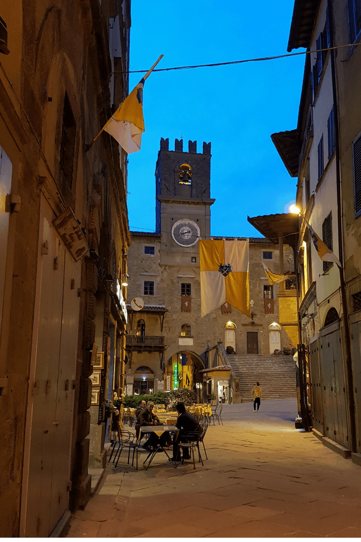 Discover these 3 towns in Tuscany. Beautiful places to explore, shop and sample the local wines and cuisine. Add these to your next trip to Italy.. #italy #italiantowns #tuscany #montepucliano #orvieto #pienza #cortona