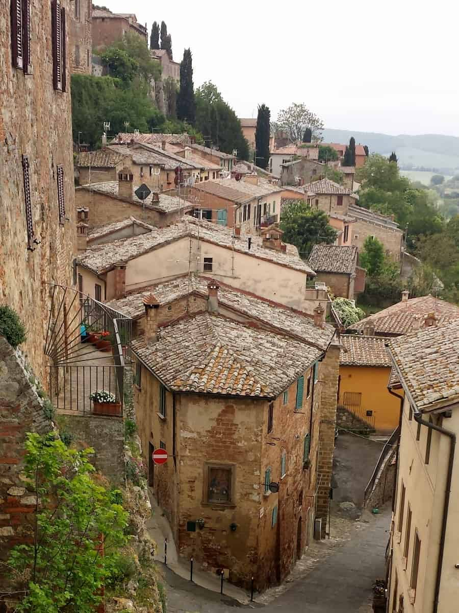 Discover these 3 towns in Tuscany. Beautiful places to explore, shop and sample the local wines and cuisine. Add these to your next trip to Italy. #tuscany #orvieto #cortona #montepulciano
