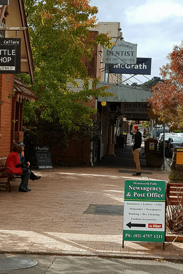 The Blue Mountains are a must see on any trip to Australia. Take a look at this guide to help you plan your visit to the stunning Blue Mountains. #bluemountains #australia #bluemountainslookouts #leura #glenbrook #wentworthfalls #katoomba #blackheath