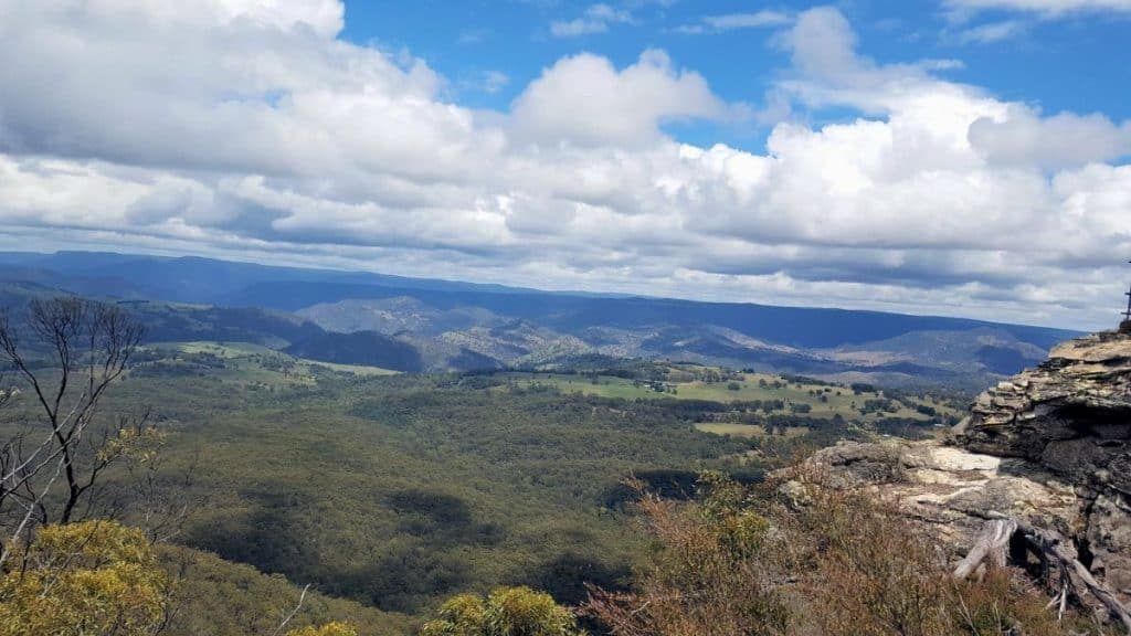 Revised Edition! The Blue Mountains are a must see on any trip to Australia. Take a look at this guide to help you plan your visit to the stunning Blue Mountains. #bluemountains #australia #bluemountainslookouts