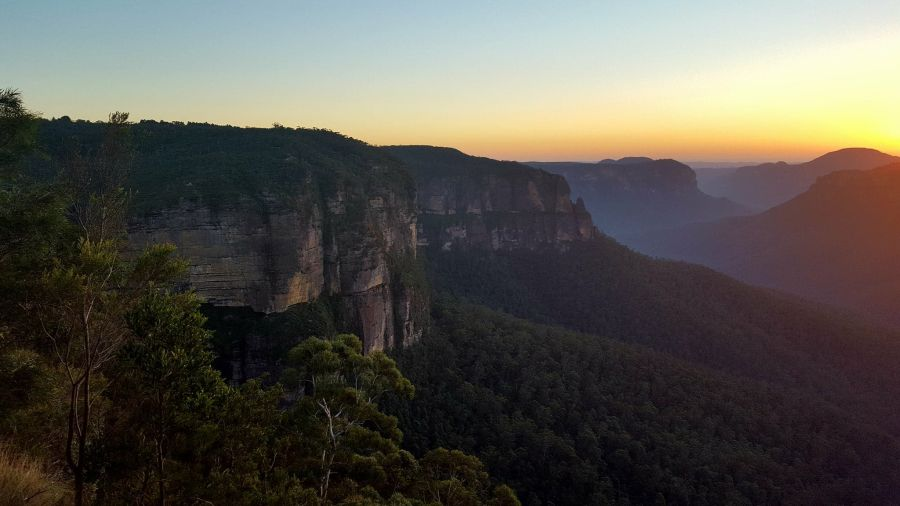 Revised Edition! The Blue Mountains are a must see on any trip to Australia. Take a look at this guide to help you plan your visit to the stunning Blue Mountains. #bluemountains #australia #bluemountainslookouts #leura #wentworthfalls #katoomba #blackheath