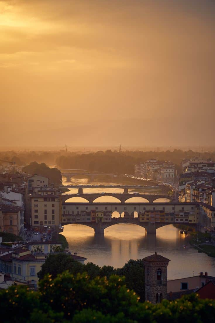 Solo travel can be daunting, but heading to one of my favourite countries, Italy makes it a lot easier #italy #italytrip #solotravel #tuscany #florence #verona #lucca