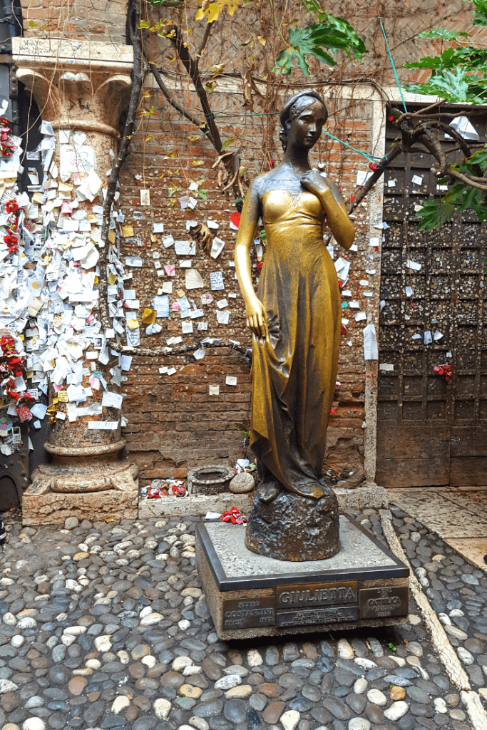 Take a sneak peak at Verona and see if it's for you. I think it is definitely worth a visit and recommend a couple of days at least to explore, if not more. #italy #romeo&juliet #verona