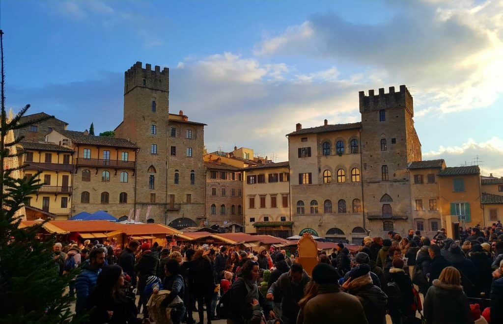 A jam packed itinerary including stays in Florence, Bologna, Verona and Cortona #exploreitaly #verona #florence