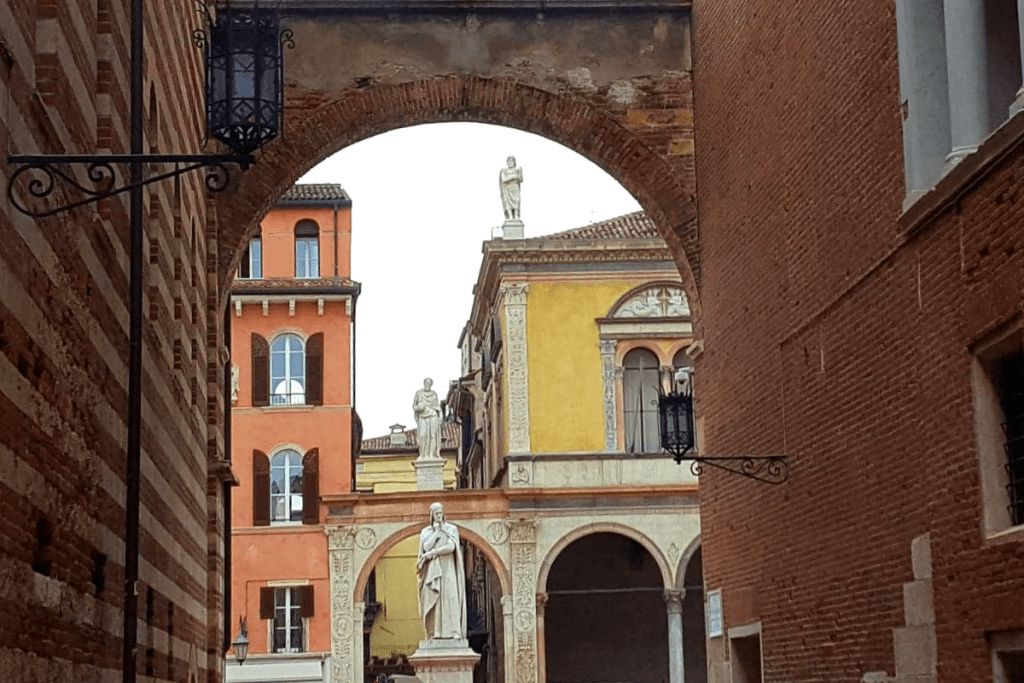 An extensive guide for the beautiful city of Verona #verona #italy #romeoandjuliet