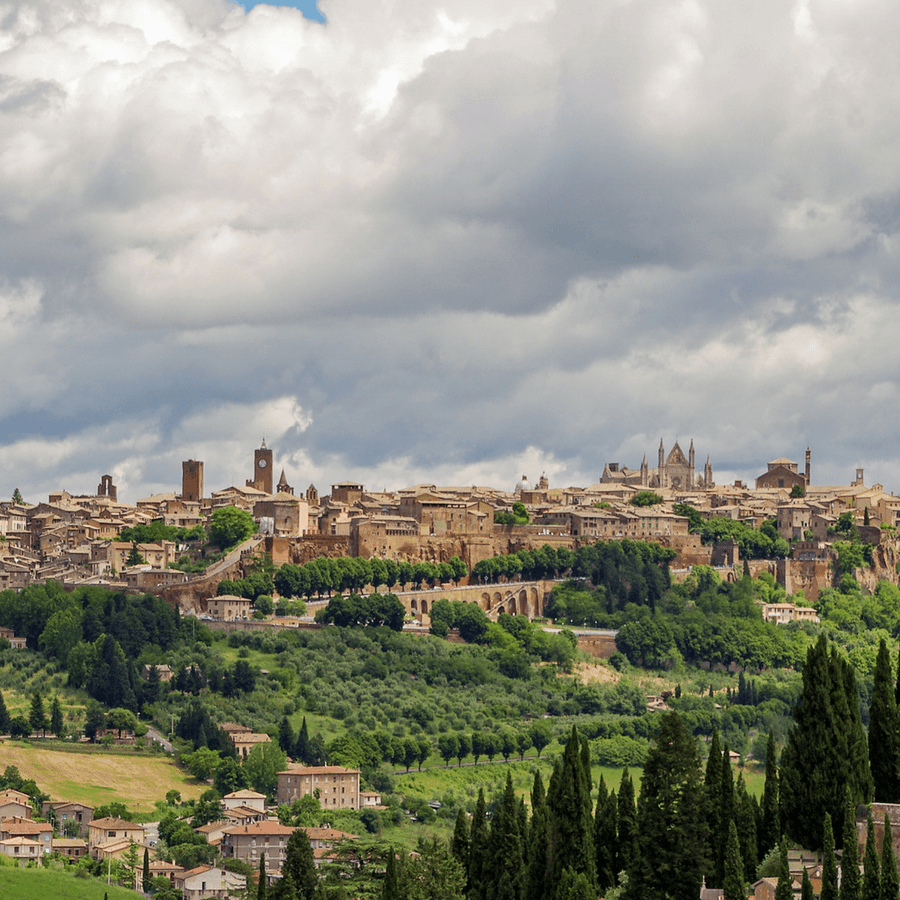 Spend a day in Orvieto, Umbria, a delightful medieval hilltop town complete with a day itinerary already planned for your visit. #orvieto #umbria #italy #hilltoptown #italy #italiantowns