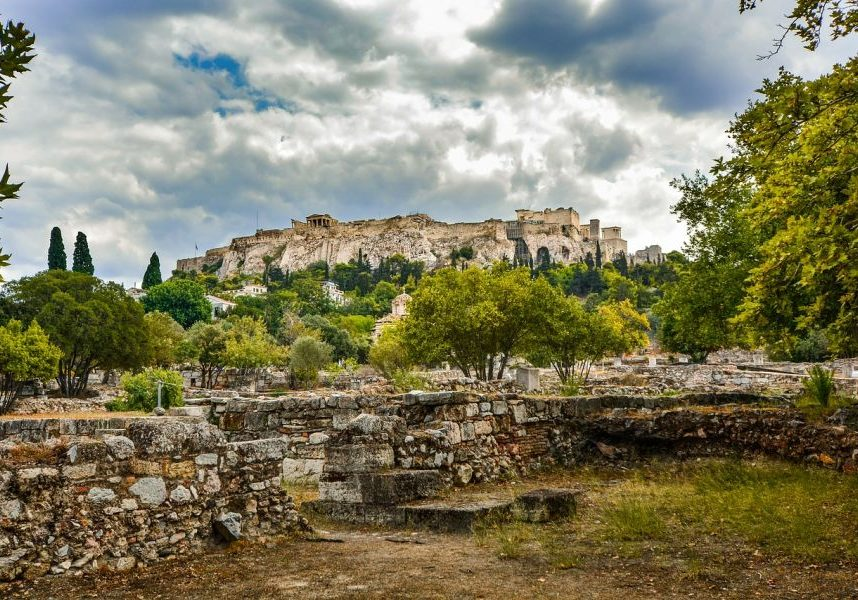 Many people advice you to skip Athens. But should you? I definitely don't think you should and here's why.
