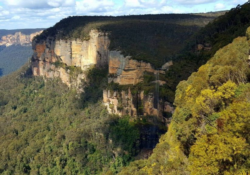 Revised Edition! The Blue Mountains are a must see on any trip to Australia. Take a look at this guide to help you plan your visit to the stunning Blue Mountains. #bluemountains #australia #bluemountainslookouts #katoomba #leura #wentworthfalls #blackheath #megalongvalley
