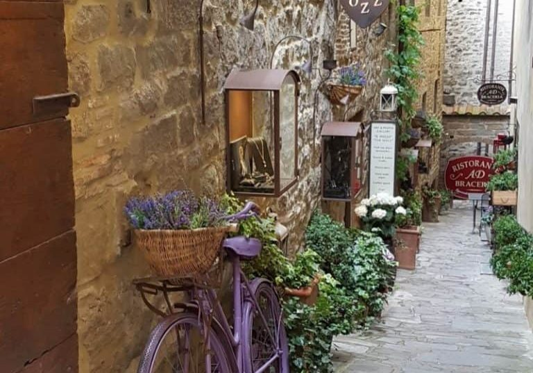 Cortona is a delightful town to visit. Here are the highlights you should see when you visit. #italy #tuscany #cortona #hilltoptown #italian