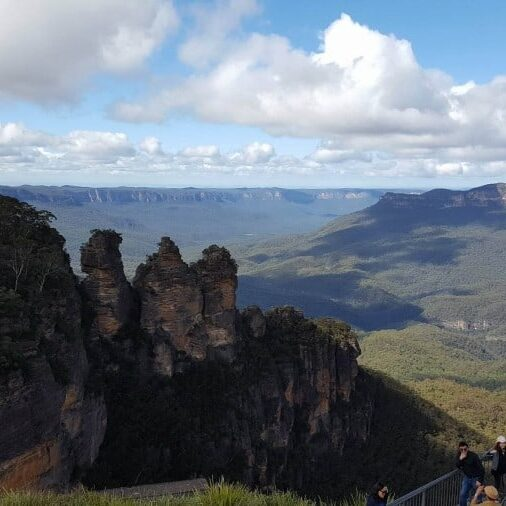 Don't miss out on the spectacular views in the Blue Mountains because you are not a hiker. These Blue Mountains Lookouts have some of the best views. #bluemountainslookouts #bluemountains #bluemountainsaustralia #australia #wentworthfalls #leura #katoomba #blackheath