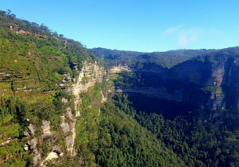 A 15 minute walk from Govetts Leap Lookout to the top of Bridal Veil Falls and up to Barrow Lookout. Stunning views of the Grose Valley, Blue Mountains. #govettsleap #bluemountains #blackheath #bridalveilfalls #bluemountainswalk #bluemountainslookout #waterfall