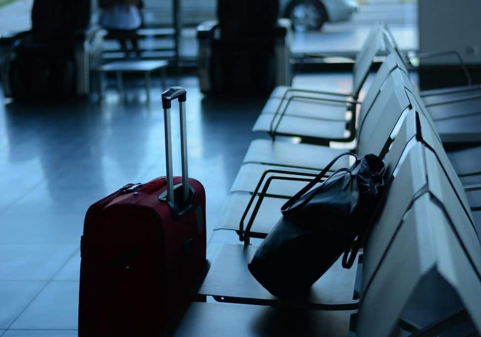 Learn how to stay safe when travelling and stop worrying. #safetravel #travellight #stayalert