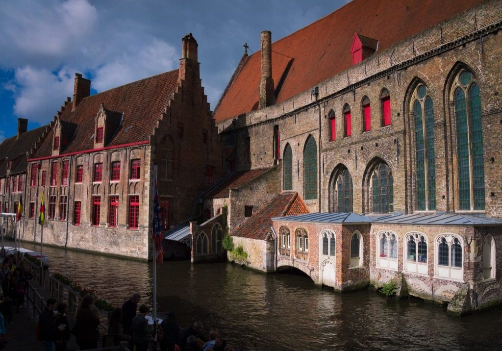 A creative and relaxed itinerary for budding artists visiting the inspiring destinations of Paris, Bruges and Amsterdam. #paris #bruges #amsterdam #creativetrips